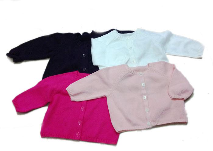 Những chiếc áo len, áo bông giúp trẻ sơ sinh giữ ấm lại gọn gàng