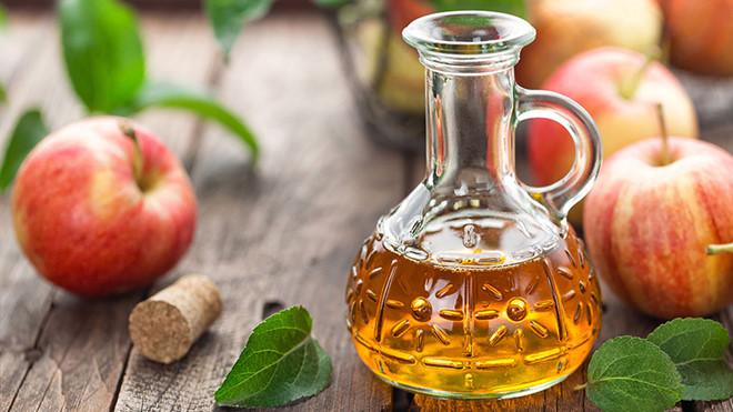 Dùng dấm táo súc miệng giúp giảm viêm họng rất hiệu nghiệm